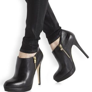 👠 Michael Kors Black Leather York Bootie